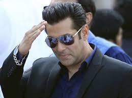 Pakistani flag puts Salman Khan in trouble once again