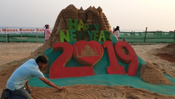 Manas' sand art 'The World Harmony' on the eve of new year