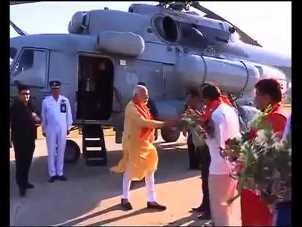 """""""Mysterious Black Trunk"""" in PM's Chopper!"""