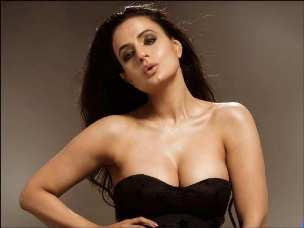 Bollywood actress Ameesha Patel faces arrest warrant in a Rs 3 crore fraud case