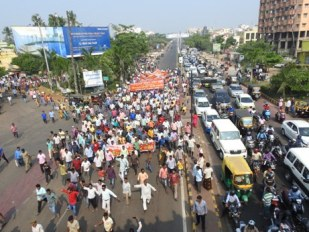 Slum dwellers protest eviction in Bhubaneswar city