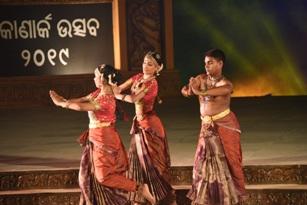 Konark Festival 2019: Raja & Radha Reddy group enthrals with Kuchipudi on Day 4