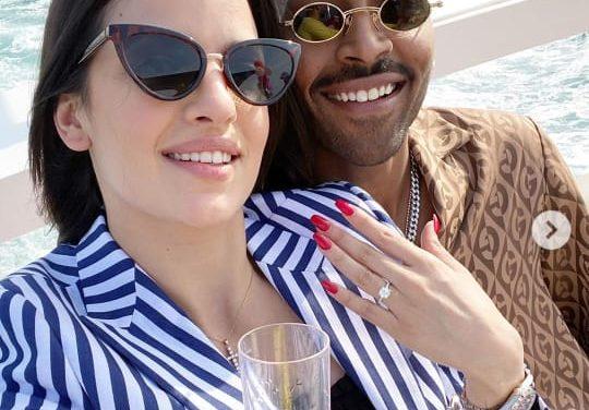 Cricketer Pandya gets engaged