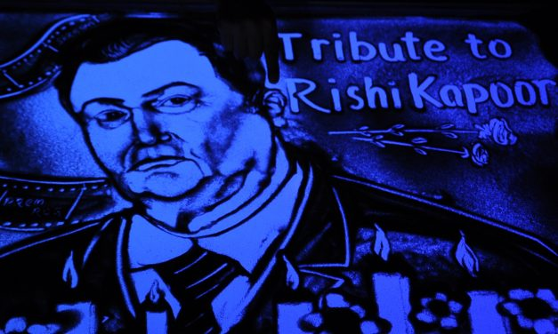 Int'l sand artist Manas pays tribute to Rishi Kapoor