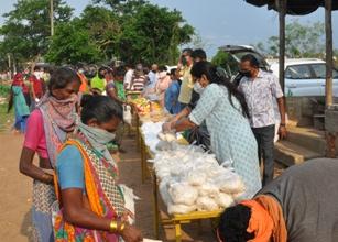 City's Punjabi Biradari distributes commodities to needy people
