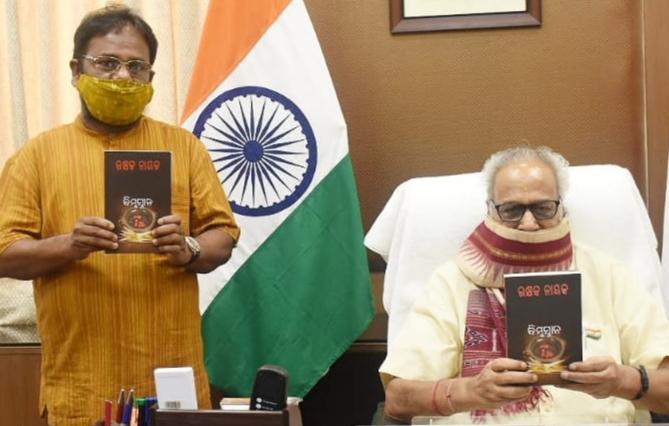 Odisha governor releases poet Rakhyak Nayak's book Bimbasnana
