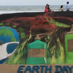 Int'l sand artist Manas Sahoo marks 'Earth Day'