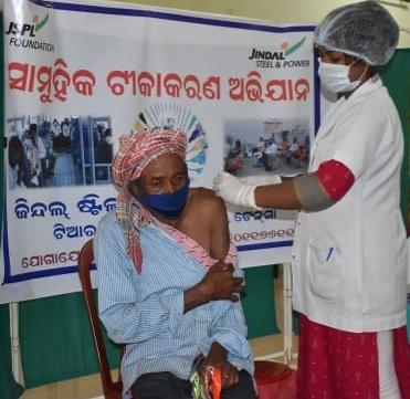 JSPL facilitates Covid-19 vaccination for senior citizens at Tensa